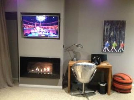 King and Queen Hotel Suites : Wonderful gas fire to relax in front of