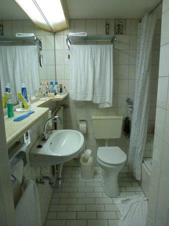 SORAT Hotel Ambassador Berlin : Banheiro