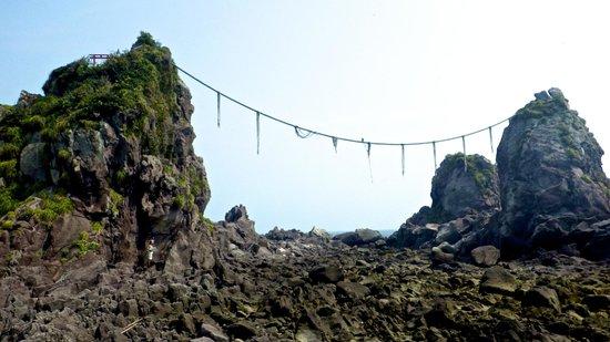Cape Manazuru : 「三石」の目の前