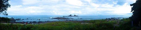 Cape Manazuru : 256段の階段を降りた時に見える「三石海岸」