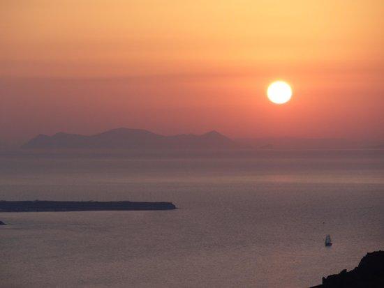 Sunset Hotel: テラスからの夕陽