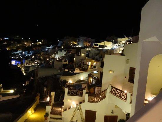 Sunset Hotel: テラスからの夜景