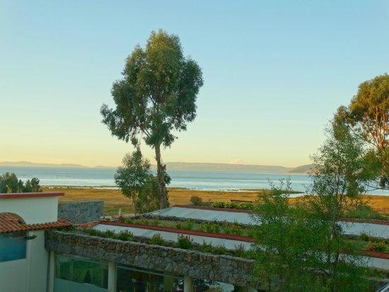 Taypikala Lago: desde el 2° piso vista al lago titicaca