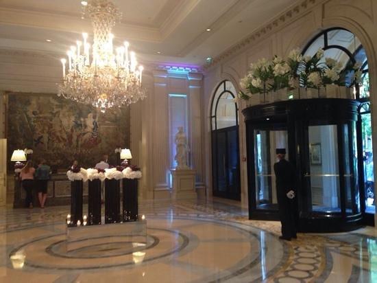 Four Seasons Hotel George V Paris: Recepcion