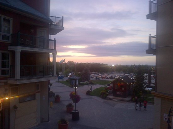 Seasons at Blue - Blue Mountain Resort: sunset from balcony 209