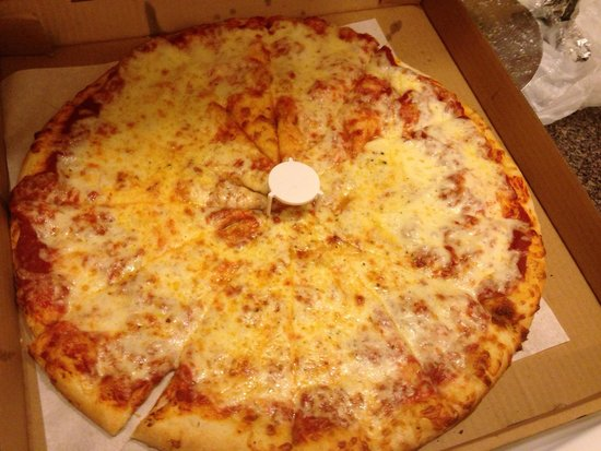 Two Girls Pizzeria: Large Cheese Pizza- delicious