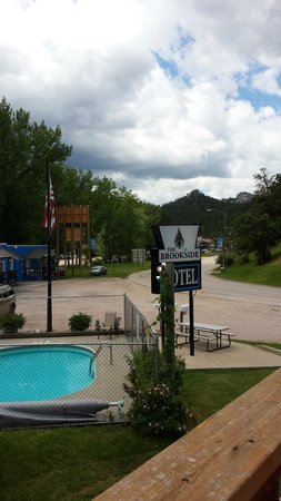 Brookside Motel: View from the deck to the pool.