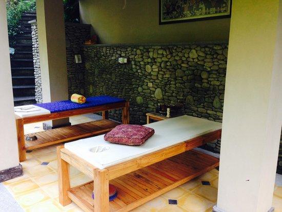 Villa Beji Indah: Massage tables overlooking river