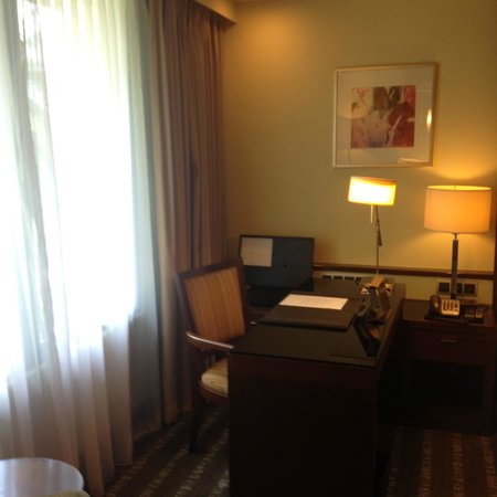 Sofitel Singapore Sentosa Resort & Spa: Study Table