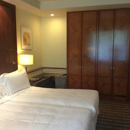 Sofitel Singapore Sentosa Resort & Spa: Wardrobe