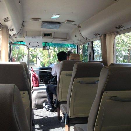 Sofitel Singapore Sentosa Resort & Spa: Free shuttle bus to vivocity every 30 mins!
