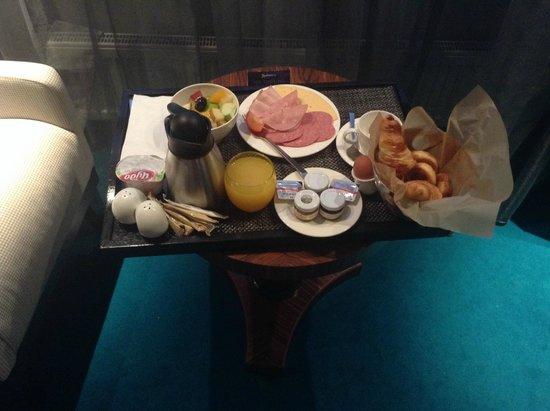 Radisson Blu Belorusskaya Hotel: завтрак в номере