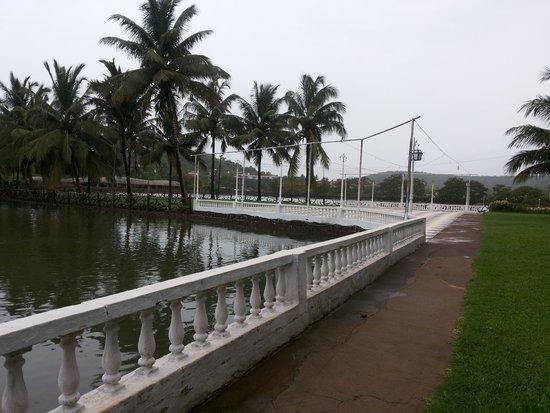 Resorte Marinha Dourada: resort overlooking lake