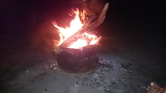 Leisure Vacations Myrica Resort: bonfire at resort...