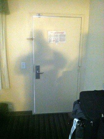 Days Inn San Diego Chula Vista South Bay: The door with the a flash shot fully closed.