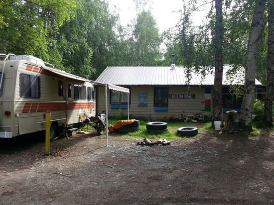 Talkeetna Alaska Hostel International: The outside