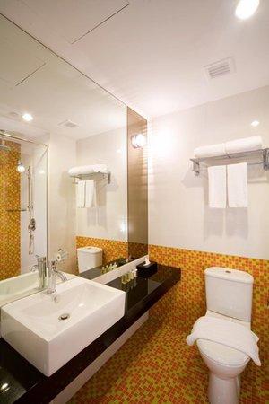 Hotel Re! : Mosaic Bathroom Tile