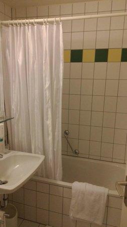 Ambiente Hotel: Duschvorhang, wer das mag ....