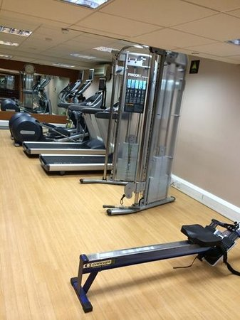 Hilton London Kensington: fitness room - photo 3