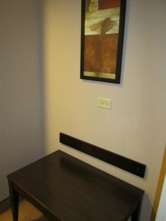 Comfort Inn & Suites Tinley Park IL: luggage table
