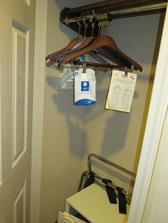 Comfort Inn & Suites Tinley Park IL: Closet-safe is 1.50 per day charged at check-in (optional)