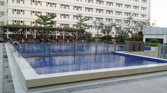 Pullman Jakarta Indonesia: Pool Side. 1.5M for the deep end.