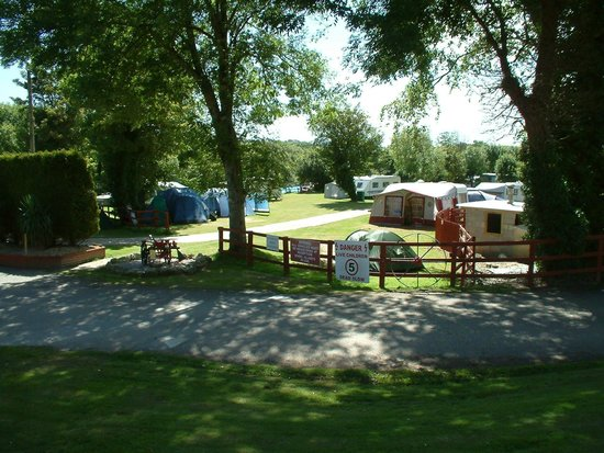 Riverside Holiday Park: camping area