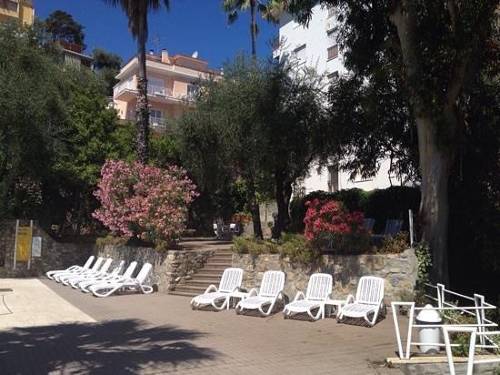 Hotel Moresco: jardin proche piscine