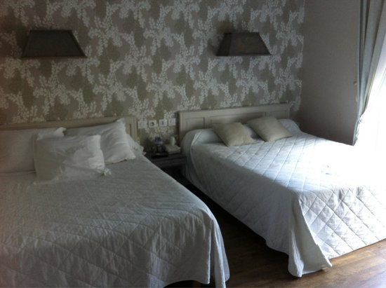 Hotel Restaurant Le Commerce : Notre chambre très spacieuse et lumineuse