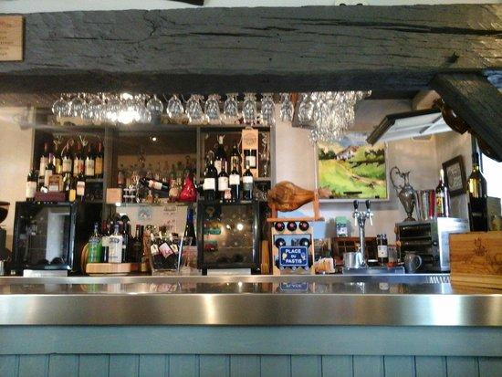 Hotel Etchepare: le bar poutres grises