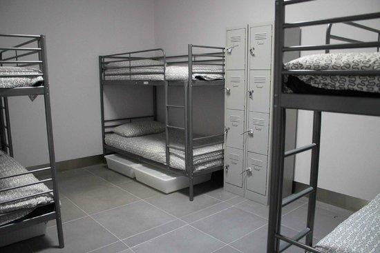City Perth Backpackers Hostel: Mixed Dorm Room