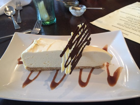 Queens Head: Beautiful white chocolate and baileys cheesecake.