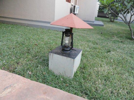 Kassapa Lions Rock: Lighting in the hotel grounds