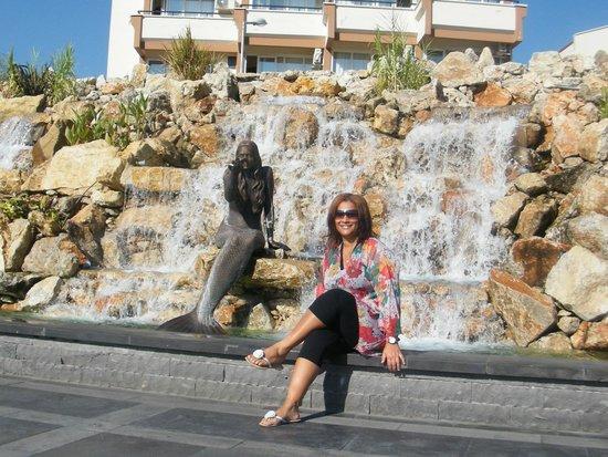 Marina de Marmaris : novinha em folha, fonte com sereia. Adorei a cidade. Cara do Brasil