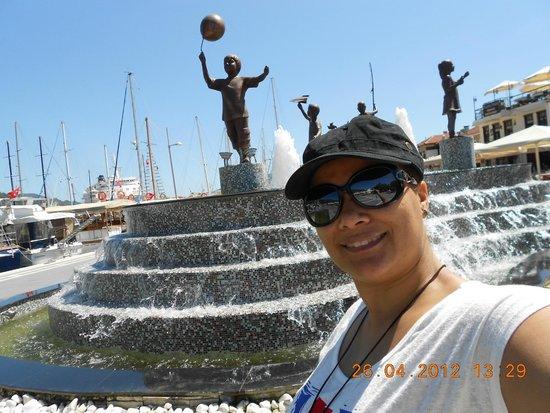 Marina de Marmaris : Crianças na praça. Conheçam marmaris, muito linda e bom custo