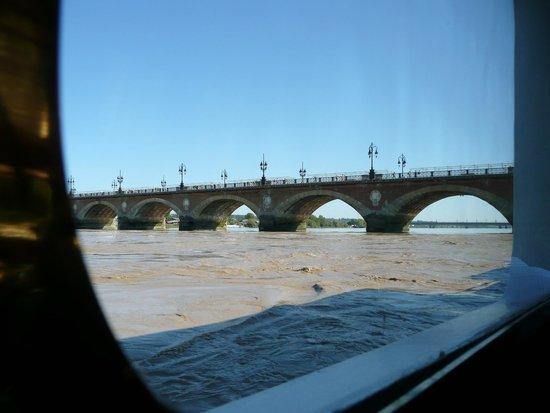 Pont de Pierre : A bord d'un bateau passagers