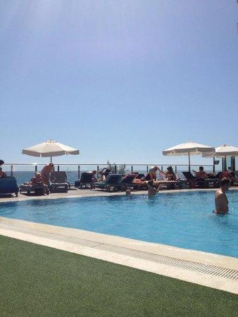 Melia Alicante: Busy pool by 10