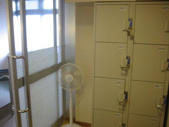 Hotel Ekimae : 小浴場のロッカー