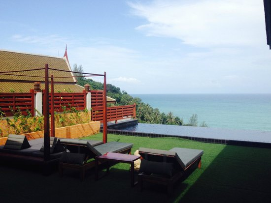 Ayara Kamala Resort & Spa : View from room of the day bed, pool and ocean