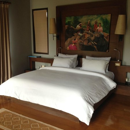 Ayara Kamala Resort & Spa : King size bed