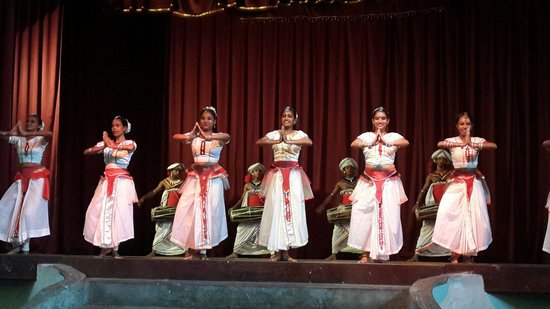 Kandyan Dance Performance: Kandy dancers