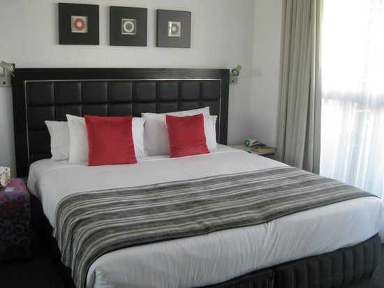 Meriton Serviced Apartments - Broadbeach: Our bedroom