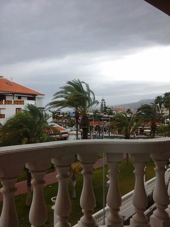 Cleopatra Palace Hotel: Overlooking the mountain a rainy day