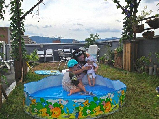 Hostel Kyotokko: Play in the water