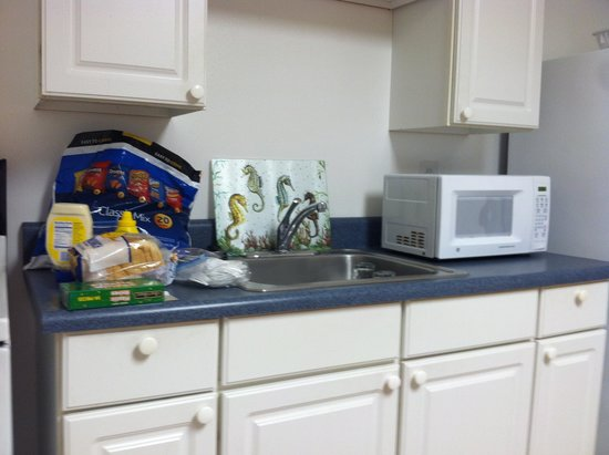 Gulf Breeze Motel : Kitchen in motel
