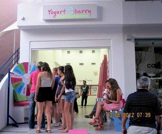 Yogurt Berry: Crowded!!
