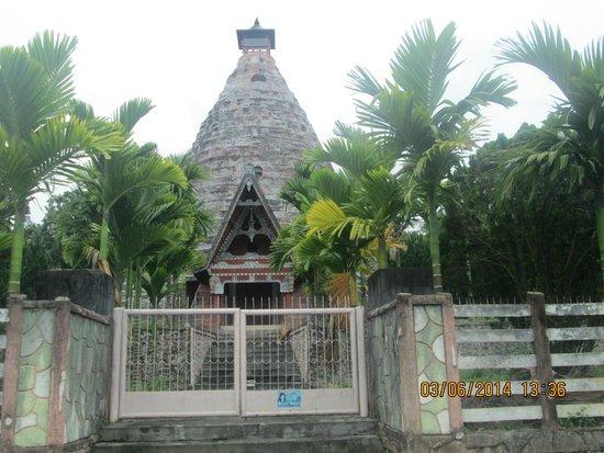 Lake Toba: gereja