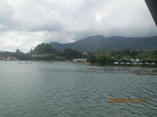 Lake Toba: pamandangan yg sejuk