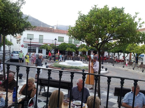 Restaurante La Fuente : Square fronting restaurant