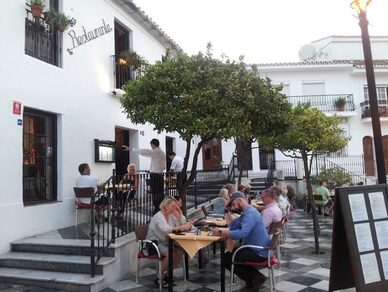 Restaurante La Fuente: Outdoor seating at La Fuente
